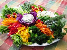 Vegetable Tray Ideas to Make Vegetables Look More Attractive . Veggie Platters, Veggie Tray, Food Platters, Cheese Platters, Vegetable Trays, Veggie Display, Fruits And Veggies, Vegetables, Snacks Für Party