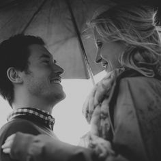 engagment photo in the rain                                                                                                                                                                                 Mehr
