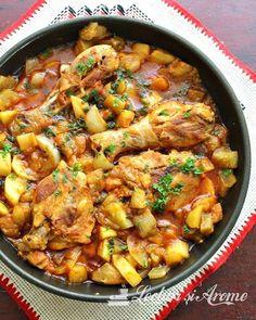 Mancarica de pui cu vinete si dovlecei Romanian Food, Romanian Recipes, Crockpot Recipes, Cooking Recipes, Paella, Curry, Good Food, Food And Drink, Lunch