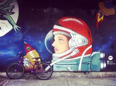 "34 curtidas, 3 comentários - Artista imaginando... (@poly_polhibrido) no Instagram: ""New bike!!! #axolotlcollective #mural #bikeride #travel #bicycle #astronauta #astronaut"""