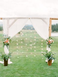 I fancy myself a city girl, but that doesn't mean I don't also appreciate the wide, open spaces. Especially when they come in the form of a crazy gorgeous Colorado wedding photographed by Connie Whitlock. With mountain scenery as the backdrop, A Vintage Affair planned a