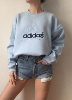 Style Vintage Outfits 53 Ideas For 2019 Vintage Outfits, Vintage Wardrobe, Sweatshirt Outfit, Winter Outfits, Summer Outfits, Casual Outfits, Summer Clothes, Mode Outfits, Fashion Outfits