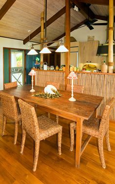 Simple Tropical Dining Room Cottage Style