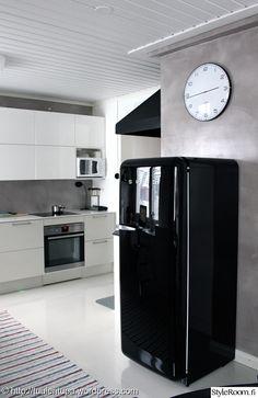 keittiö,kello,smeg,jääkaappi,seinäkello