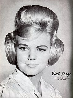The Poodle Hair Style. Princess Leia got nothin' on this. Hair Fails, Poodle Hair, Vintage Magazine, Awkward Photos, Secret Photo, 60s Hair, Retro Hairstyles, Beehive Hairstyles, Wedding Hairstyles
