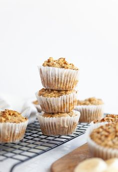 These easy and simple recipe for Protein-Packed Gluten Free Banana Muffins is great for a healthy snack or breakfast, and also vegan, dairy free, and healthy! Healthy Muffin Recipes, Healthy Muffins, Vegetarian Recipes, Healthy Food, Dairy Free Recipes, Whole Food Recipes, Banana Protein Muffins, Gluten Free Banana, Vegan Protein