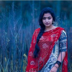 Anu Sithara, the beautiful Malayalam actress. Doesn't she resembles actress Parvathy? Here are 16 of the worlds best photos of Anu Sithara South Indian Actress, Beautiful Indian Actress, Beautiful Actresses, My Beauty, Beauty Women, Malayalam Actress, India Beauty, Colorful Fashion, Indian Actresses