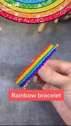 Diy Bracelets With String, Yarn Bracelets, Diy Bracelets Easy, Rainbow Loom Bracelets Easy, Diy Friendship Bracelets Tutorial, Bracelet Tutorial, Friendship Bracelet Patterns, Diy Crafts Jewelry, Bracelet Crafts