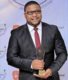 [TRENDING AWARD] CEO Digital Suite Media Bags Niger Delta Investment Summit/Merit Awards   In times past photography was looked at as a low-life business venture but today photographers havebecome among celebrated names in the media and lifestyle business across the globe.  On the 27th June 2016 in the city of Uyo capital of Akwa Ibom State the management of Newaves Innovations an organisation with cutting-edge passion for the development of the Niger Delta region organized the just…