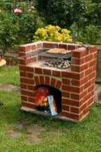 A brick barbecue might be easier to build than most individuals may think. This brick barbecue is an easy, practical and permanent DIY BBQ that is ideal for your outdoor entertaining. Brick Built Bbq, Brick Bbq, Outdoor Projects, Garden Projects, Outdoor Decor, Outdoor Living, Bbq World, Diy Academy, Patio Grande