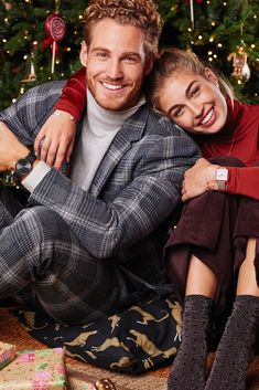 Choose your favourite and enjoy free worldwide shipping. Photo Poses For Couples, Couple Posing, Cute Couples, Christmas Portraits, Family Christmas Pictures, Christmas Couple, Xmas, New Year Photoshoot, Christmas Photography