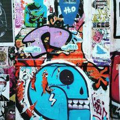 Good morning! The best way to start the day: some grimy walls at Star Yard from a while ago. #streetartofficial #streetartculture #streetartlondon #londonstreetart #streetartistry #wallfilth #wallporn #urbanwalls #notbanksyforum #pasteupartist #pasteupart #wheatpasteporn #pasteuplondon #graffiti_of_our_world #streetarteverywhere #streetartphotography #streetartandgraffiti #streetartlovers #bricklane #bricklaneart #staryard
