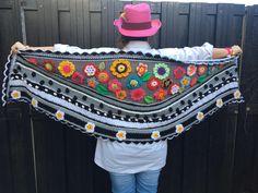Een persoonlijke favoriet uit mijn Etsy shop https://www.etsy.com/nl/listing/497321364/gehaakte-omslagdoek-crochet-shawl-stola
