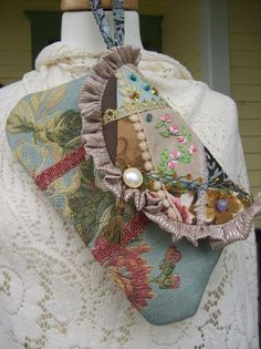 Here is a sweet little wristlet or clutch purse that can take you from day into evening. I used vintage fabrics and trims, creating a Victorian crazy