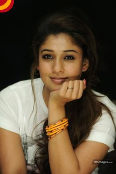 25 images of Nayanthara without makeup Actresses and makeup go hand in hand. It's no secret that makeup contributes to their on-screen glam look, but some divas have impressive features. Indian Film Actress, Indian Actresses, Tamil Actress, Beauty Network, Beauty Tips In Hindi, Look Casual, Eye Makeup Tips, Diy Makeup, Makeup Ideas