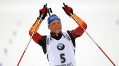 Der zweimalige Olympia-2. Erik Lesser (Frankenhain) hat den dt. Biathleten im Verfolgungsrennen der WM in Kontiolahti mit seinem 1. Sieg überhaupt die ersehnte 1. Goldmedaille beschert. Der 26-J. zeigte über 12,5 km einer tadellose Leistung+setzte sich klar vor d.Schipulin+Bö durch.Lesser trat damit i.d.Fußstapfen v.RiccoGroß,der 2004 bei der Heim-WM in Oberhof zuletzt Verfolgungs-Gold für DE gewonnen hatte