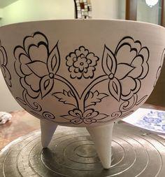 Diy Bag Painting, Blue Pottery, Pottery Designs, China Painting, Glaze, Planter Pots, Patterns, Modern, Instagram Posts