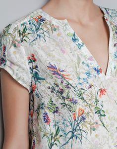 Vintage print floral blusa de manga curta v Chiffion pescoço OL camisa casual… Look Fashion, Womens Fashion, Blouse Dress, Floral Blouse, Blouses For Women, Cool Outfits, Floral Prints, Fashion Dresses, Casual Shirts
