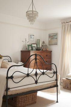 70 Ideas For Industrial Bedroom Interior - Schlafzimmer Farmhouse Master Bedroom, Cozy Bedroom, Bedroom Storage, Urban Bedroom, Shabby Bedroom, Pretty Bedroom, Bedroom Black, Beds Master Bedroom, 1920s Bedroom