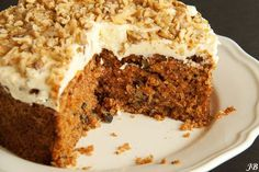 ottolenghi's carrot cake:with walnuts No Bake Desserts, Just Desserts, Dessert Recipes, Pie Cake, No Bake Cake, Pureed Food Recipes, Baking Recipes, Cake Cookies, Cupcake Cakes