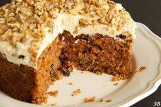 Carolines blog: Ottolenghi's worteltaart met walnoten = lekker!! suiker vervangen door kokosbloemsuiker en meel door amandelmeel