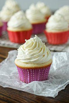 DIY Cupcake Recipes : DIY Vanilla Bean Cupcakes