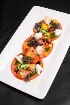 GQ - tomatoes, buffalo mozzarella, olives - Delicious Meets Healthy: Quick and Healthy Wholesome Recipes Appetizer Recipes, Salad Recipes, Dinner Recipes, Gourmet Food Plating, Buffalo Mozzarella, Masterchef, Food Garnishes, Cooking Recipes, Healthy Recipes
