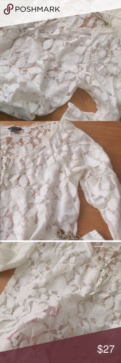 ✨American Eagle White Lace Top✨ Very Delicate, gauzy top by American Eagle in excellent condition. This is a sheer white lace Blouse with a slight gathering at the hem. Super feminine, with a gauzy trim at the neckline and a keyhole. Pretty top✨! American Eagle Outfitters Tops Blouses
