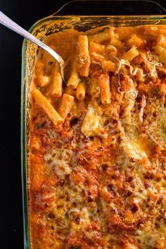 A Rigatoni casserole tastes a lot better than a normal pasta casserole . - A Rigatoni casserole tastes a lot better than a normal pasta bake, since Rigatoni absorbs the sauce - Rigatoni, Easy Smoothie Recipes, Easy Healthy Recipes, Easy Meals, Shrimp Recipes Easy, Chicken Pasta Recipes, Pasta Casserole, Casserole Recipes, Pasta Bake