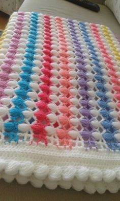 This Pin was discovered by HUZ Baby Afghan Crochet, C2c Crochet, Manta Crochet, Crochet Blocks, Crochet Home, Crochet Doilies, Crochet Stitches Patterns, Crochet Designs, Stitch Patterns