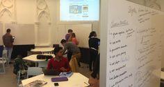 La classe inversée n'a pas réponse à tout [Au sein du learning lab de l'université catholique de Lille, des claustras mobiles servent à la fois de tableau et de cloison. // © UCL]