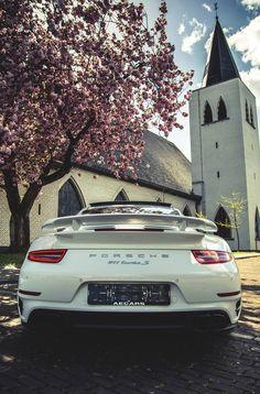 Porsche 911 Turbo S | Drive a Porsche @ http://www.globalracingschools.com