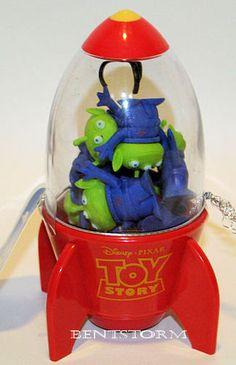 Disney Store TOY STORY SPACE ALIEN Rocket Claw + 8 Little Green Men ERASERS XMAS