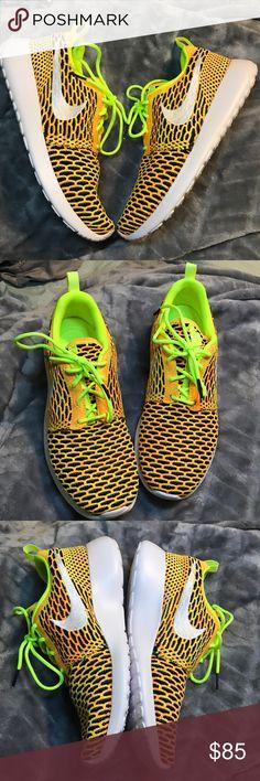 Women's Nike Roshe Flyknit BRAND NEW ⚡️FIRM $ Brand new in box Roshe Flyknit Nike Shoes Athletic Shoes