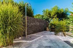 Piscine en pierre naturelle travertin gris Carrelage et salle de bain La Seyne Var - Caro Styl