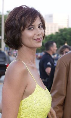 Short Hair With Layers, Short Hair Cuts, Short Hair Styles, Catherine Bach, Beautiful Celebrities, Beautiful Actresses, Beautiful Women, Katherine Bell, Hot Brunette