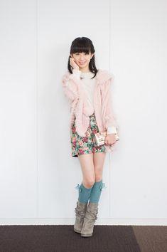 ふわふわピンクのアウターに花柄ボトムが可愛い♡ ☆小学生ファッション スタイルの参考コーデ☆