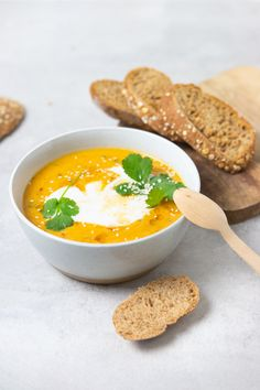 Sweet potato soup with carrot and ginger - Foodie Feest - Sweet potato soup with carrot and ginger – Foodie Feest - Autumn Winter Recipes, Winter Food, Lunch Recipes, Keto Recipes, Carrot And Ginger, Sweet Potato Soup, Hummus Recipe, Group Meals, Meals For Two