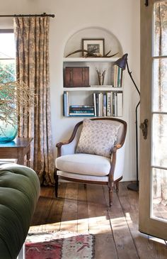 A Vegetable Patch, Lavender Garden, and Plenty of Antiques: Inside Supermodel Carolyn Murphy's L. Home - A Vegetable Patch, Lavender Garden, and Plenty of Antiques: Inside Supermodel Carolyn Murphy's L. Home Carolyn Murphy, Country Furniture, Country Decor, Modern Country, Modern Rustic, Living Room Decor, Living Spaces, Living Rooms, French Country Living Room