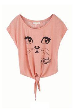 Tipo: camiseta de manga corta con nudo al final. Dibujo: cara de gatita. Época: Verano