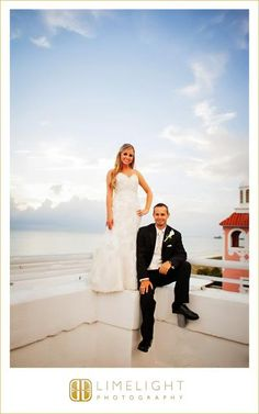 DON CESAR, Florida, bride and groom, wedding dress, beach wedding, Limelight Photography, Wedding Photography, www.stepintothelimelight.com