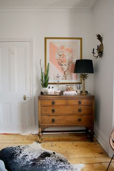 How to Style a Bedroom Chest of Drawers - Swoon Worthy Bedroom Dressers, Bedroom Furniture, Furniture Sets, Funky Furniture, Plywood Furniture, Rustic Furniture, Furniture Makeover, Furniture Design, Stylish Bedroom