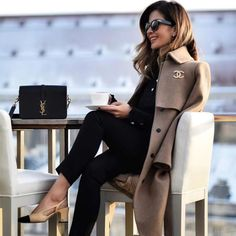 Cute outfit idea to copy ♥ For more inspiration join our group Amazing Things ♥ You might also like these related products: - Jeans ->. Office Outfits, Stylish Outfits, Fashion Outfits, Womens Fashion, Girl Fashion, Mantel Outfit, Outfit Elegantes, Camel Coat Outfit, Mode Style