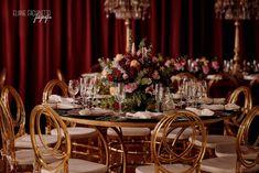 Casamento dourado e marsala Table Settings, Table Decorations, Furniture, Home Decor, Wedding Event Planner, Colors, Decoration Home, Room Decor, Place Settings