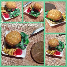 Juhuu es gibt eine neue #miniatur / #miniature :). Diesmal etwas #fastfood , eine #Hamburger Teller mit etwas #Salat / #salad und #Pommes :).  Alles wieder aus #fimo / #polymerclay mit viel #handarbeit / #handmade entstanden !!!   Schreibt mir eure Meinung / Kritik, interessiert mich wirklich immer sehr. Außerdem bin ich sehr stolz das ich meine Miniatur Teller perfektioniert habe :).  Euch dann einen schönen Start in das Wochenende !!