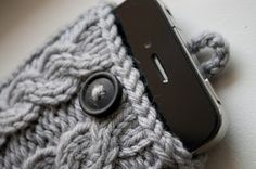 Cable Knit Iphone Case! Man, I really need to learn how to knit!!!  (http://simpleandhandmade.blogspot.com/2011/11/cable-knit-iphone-case.html)