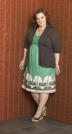 Love the dress, very deco. Would like this outfit with a shrug instead of a cardi--This website is great for showing you how to be a well dressed plus size women. This is very helpful! Curvy Girl Fashion, Fashion Mode, Plus Size Fashion, Fashion Outfits, Womens Fashion, Fashion 2018, Plus Size Dresses, Plus Size Outfits, Nice Dresses
