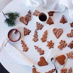 gingerbread cookies, tree, tress, coffee, hot chocolate, hot cocoa, mug, pine branch, hearts, star, angel, icing, sugar, Christmas, Hanukah, holiday, holidays, winter