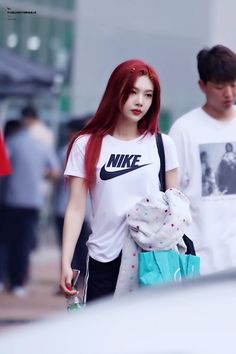 Image discovered by Red Velvet Pics. Find images and videos about kpop, red velvet and joy on We Heart It - the app to get lost in what you love. Red Velvet Joy, Red Velvet Irene, Pink Velvet, Seulgi, Kpop Girl Groups, Kpop Girls, Korean Girl, Asian Girl, Red Hair Korean