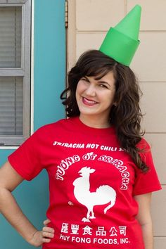 DIY Sriracha sauce costume for adult. You'll love these modest Halloween costumes for women, modest Halloween costumes for teens, and easy modest Halloween costumes that you can wear for work and for school. Modest Halloween Costumes, Easy Diy Costumes, Hallowen Costume, Homemade Costumes, Adult Costumes, Couple Costumes, Zombie Costumes, Cheap Costume Ideas, Amazing Costumes